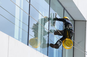 Commercial Window Cleaning Services in Santa Clarita
